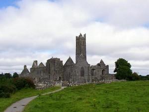 Irland_Klosterruine_von_Quin_by_Michael_Bertulat_flickr.com_