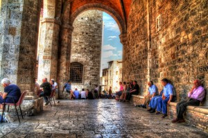 San-Gimignano-Photos-Piazza-and-Locals-HDR