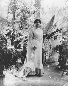220px-liliuokalani_holding_parasol_at_washington_place