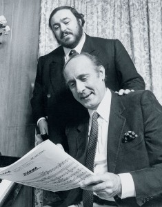 "Luciano Pavarotti and Henry Mancini rehearse for the recording of ""Mamma"" photo: Decca/© Mike Evans"