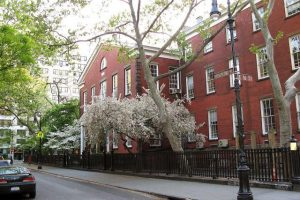 1280px-friends_meeting_house_-_new_york_city