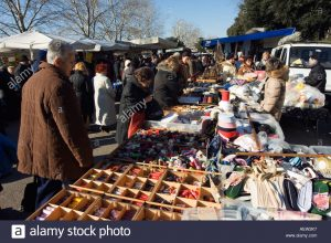 mercato-delle-cascine-tuesday-market-at-le-cascine-florence-tuscany-aew2k7